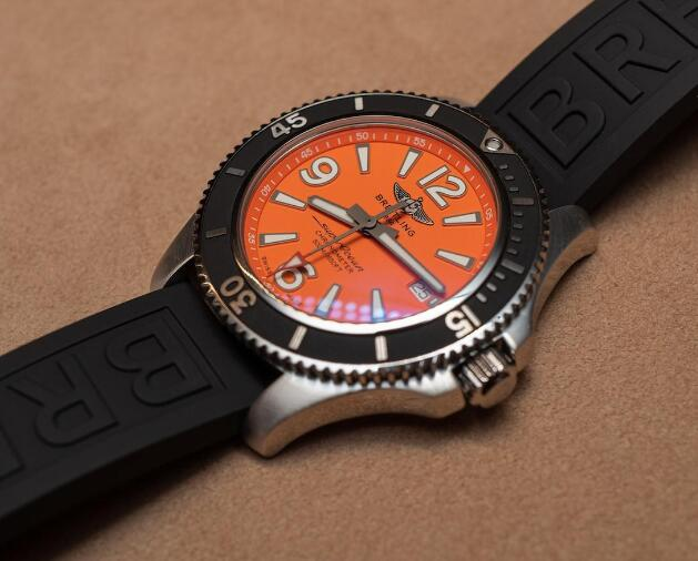 The orange dial makes the timepiece very dynamic.