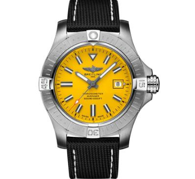The yellow dial makes Breitling Avenger more eye-catching and recognizable.