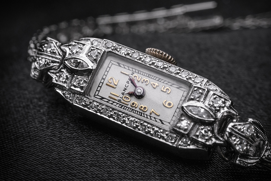 The best fake Blancpain has interpreted the grace and glamour of women well.