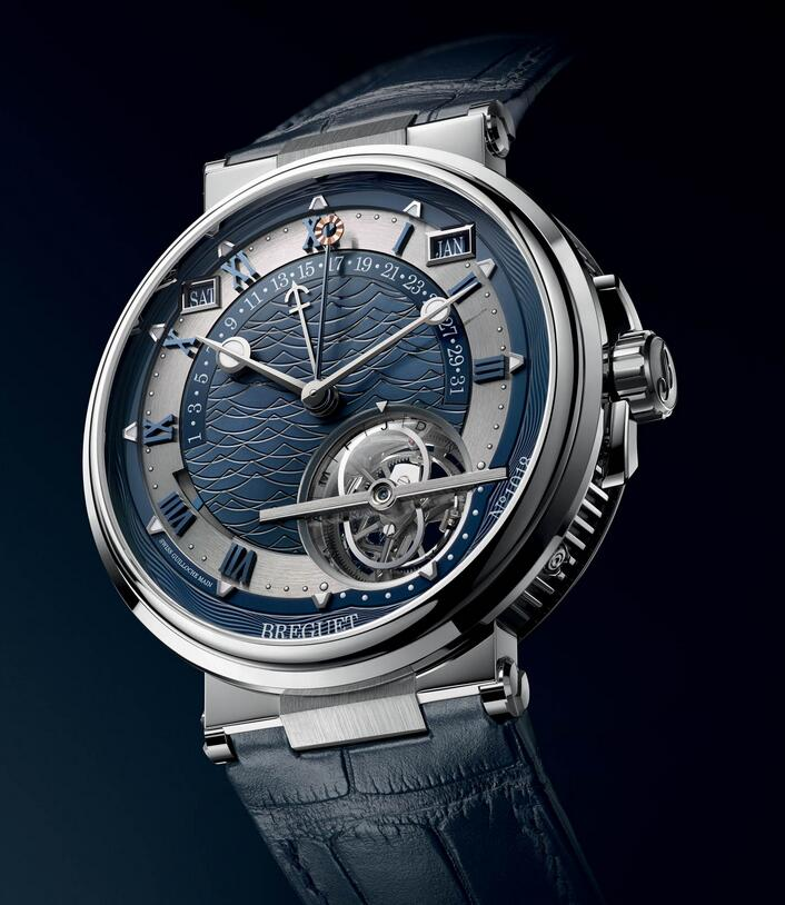 Online replica watches apply blue to ensure the chic style.