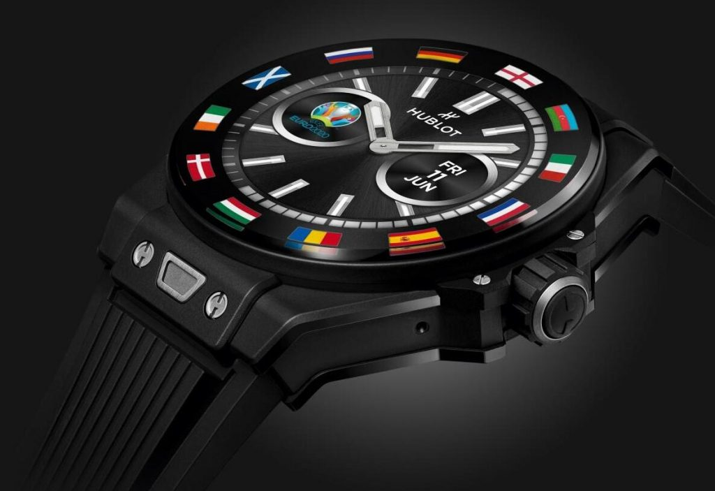 The male fake watches are made in black ceramic.